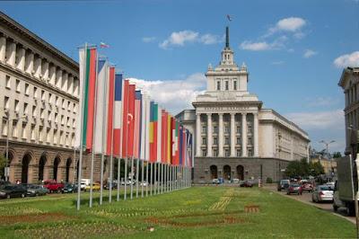 Площадът между Президентството и Министерския съвет