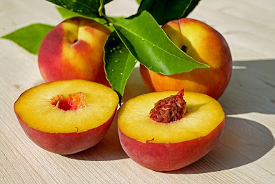 Peach: fruits for glowing skin