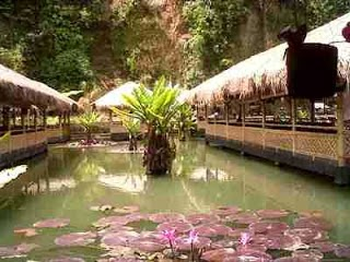 saung dan kolam pancing