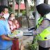 Srikandi Polda Jatim Bagikan Masker dan Sembako di Bangkalan Sembari Berikan Edukasi 5M