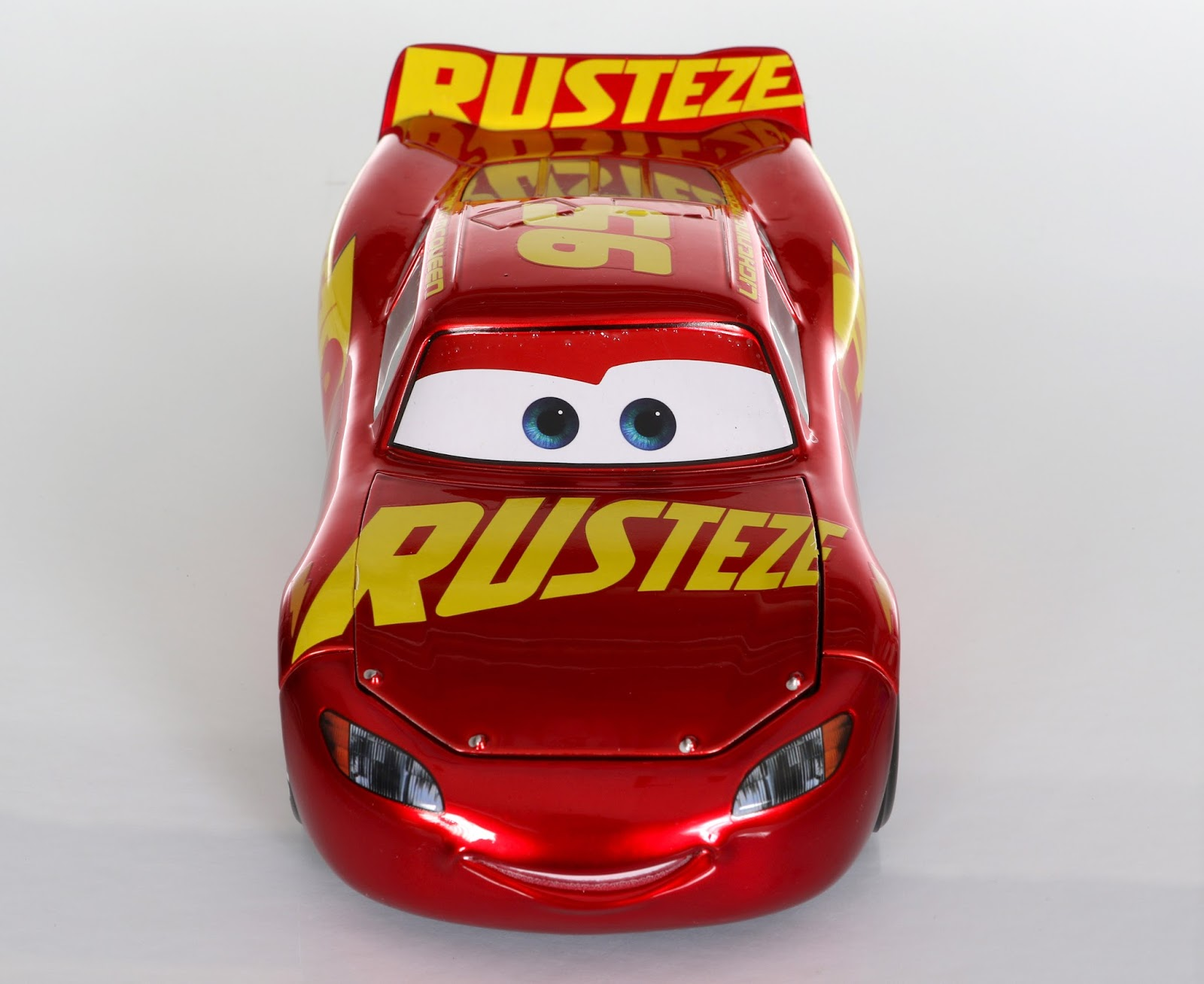 Dan The Pixar Fan Cars 3 Rust Eze Racing Center Lightning