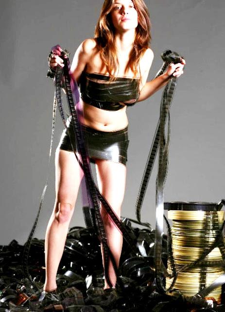 WWW.EROTICAXXX.RU - Без одежды стройные модели в эротической фотосессии (18+ эротика)