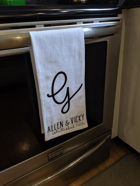 Tea Towel Cricut Gift Idea | www.kristenwoolsey.com