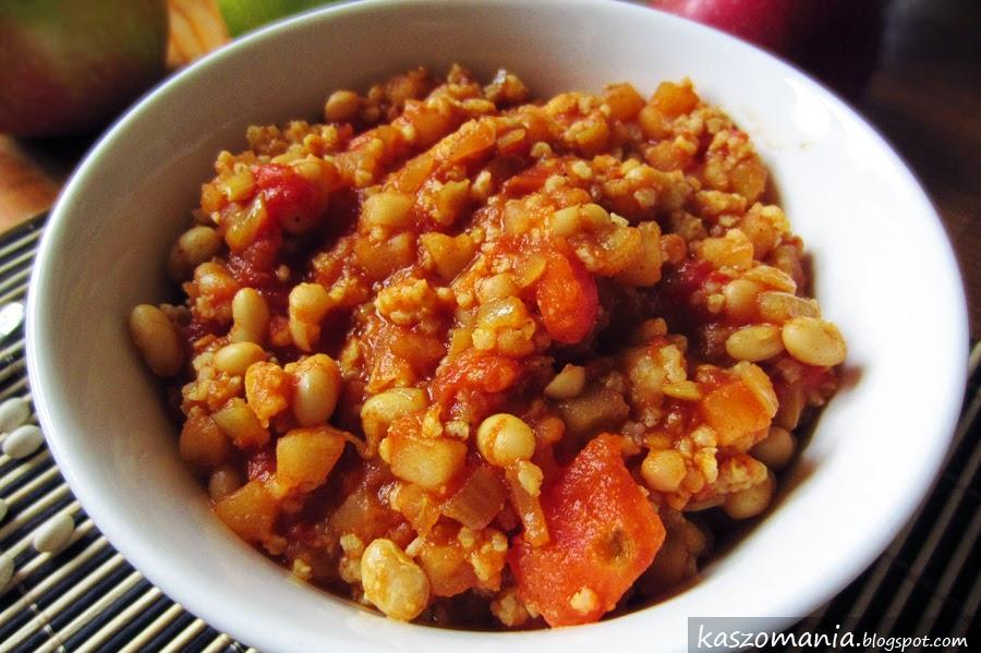 Fasola w sosie curry z kaszą jaglaną, jabłkami i pomidorami