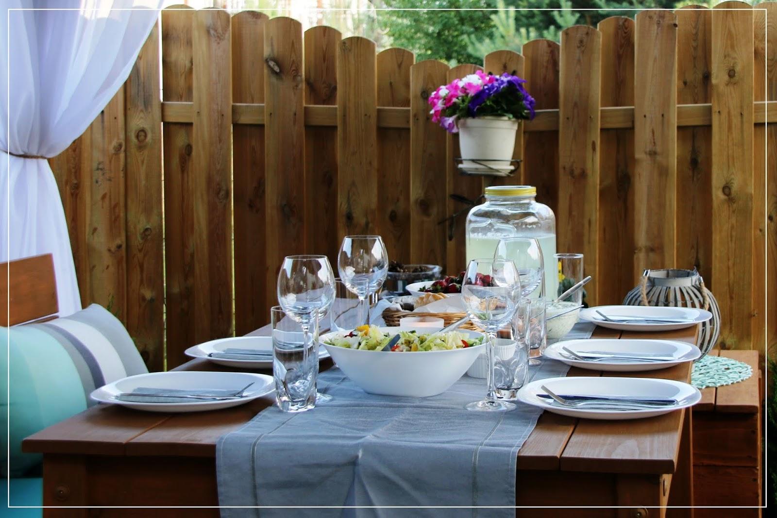 Garden party dla przyjaciół. Proste menu na letnie przyjęcie w ogrodzie oraz przepis na domową lemoniadę. Najlepszą!