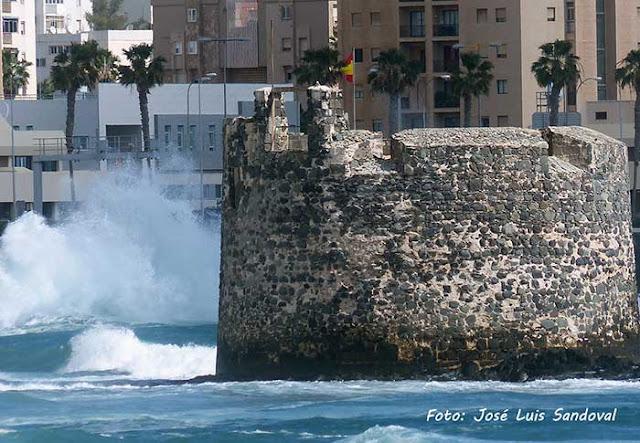 Una persona cae al mar zona castillo san cristobal, las palmas