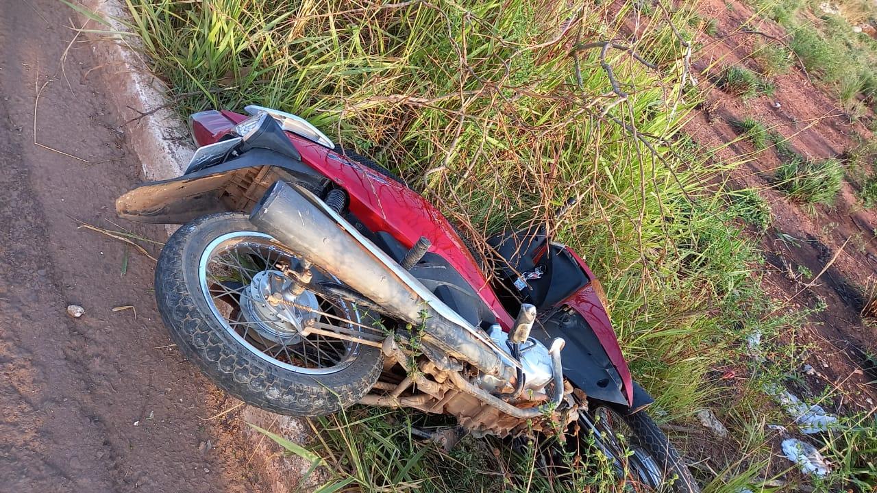 Jovem morre após perder controle de moto e colidir em poste em Parauapebas.