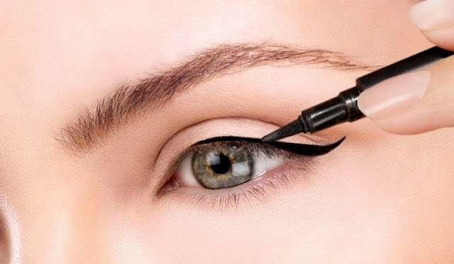 Langkah 9 Makeup - Memakai Eyeliner
