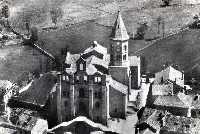 CPA Saint Julien Chapteuil, Haute-Loire., L'église.