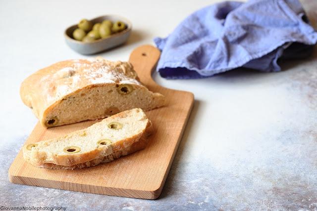 Pane semi integrale con le olive
