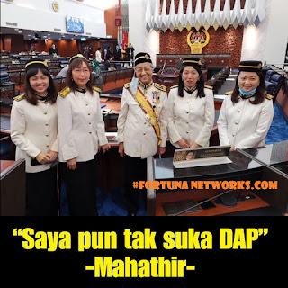 "<img src=""FORTUNA NETWORKS.COM.jpg"" alt="" Quote of Today ""Saya pun tak suka DAP""- Mahathir"">"