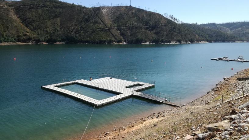 Piscina Flutuante da Praia Fluvial do lago Azul