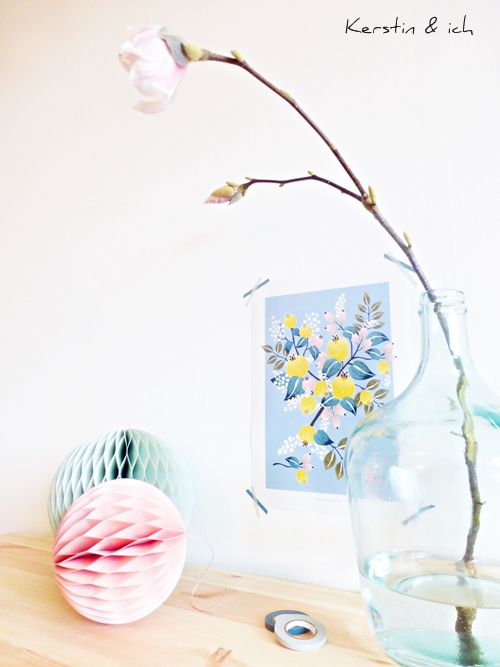 Frühlingsdeko mit Magnolien, Pastellfarben und Blumenprint