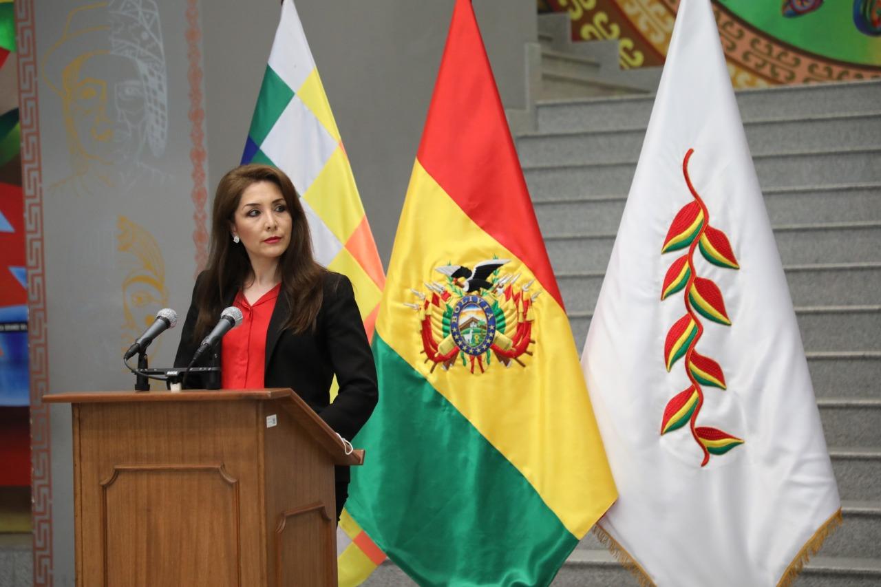 La viceministra de Comunicación, Isabel Fernández, en conferencia de prensa en la Casa Grande del Pueblo / ABi