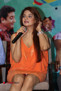 Actress Saloni Aswani Pos in Short Dress at Meelo Evaru Koteeswarudu Movie Interview  0122.JPG