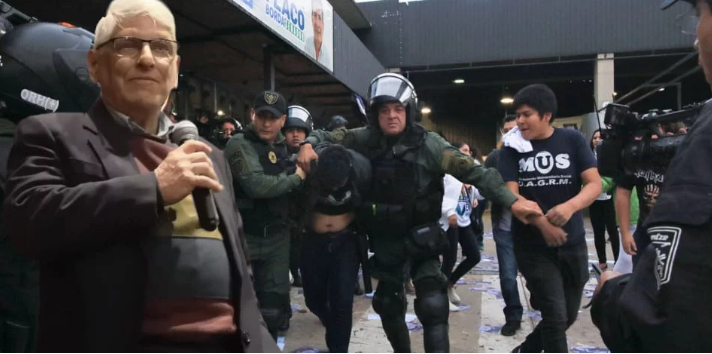 Gallo pudo tener incidencia en la represión a los bolivianos días antes del motín policial / MONTAJE PANAM POST