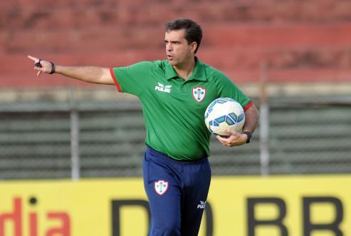 Ao Papo na Colina, Júnior Lopes afirma que o Vasco ''tem que pensar grande'' e fala sobre sua bagagem no futebol