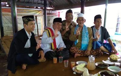 F - Calon Wakil Gubernur NTB nomor 4, TGH Lalu Gede Sakti Amir Murni, Lc bersilaturahmi dengan pimpinan Ponpes Al - Halimi Sesela, Gunung Sari, TGH Ridwan.