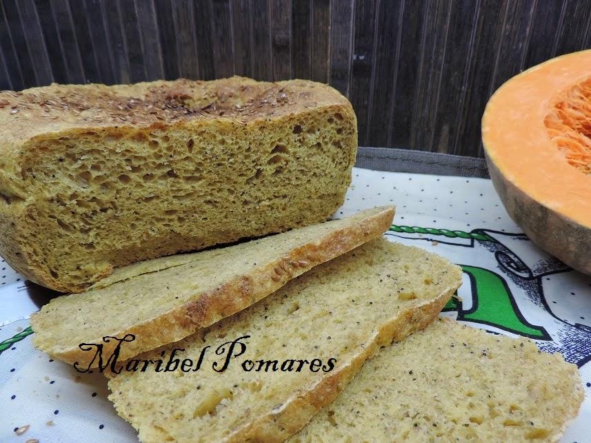 Pan integral de calabaza, bebida de soja y semillas de lino, amapola y sésamo.