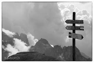 Útjelző karó a Dolomitokban
