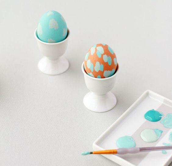 http://www.papernstitchblog.com/2013/03/13/easter-diy-painterly-pastel-eggs/