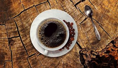 Minuman beraroma kuat, kopi hitam