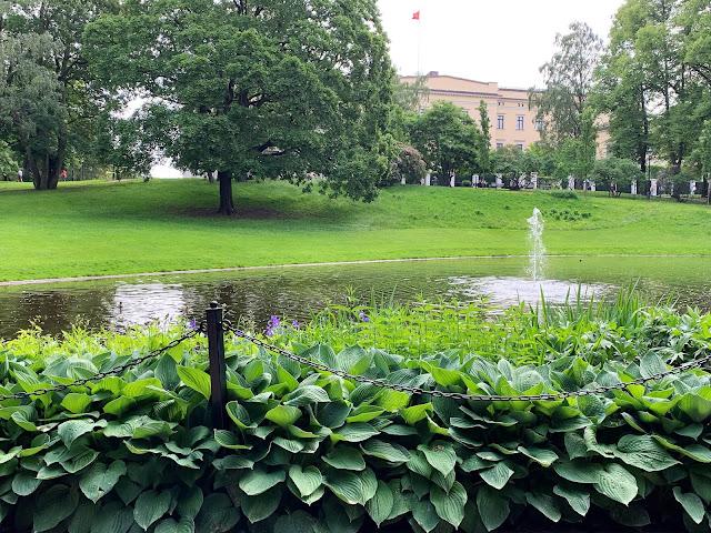 Slottsparken - en oase i hovedstaden vår, Oslo. Slottet fra baksiden IMG_0233 (2)-min