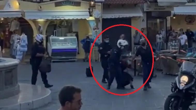 Συνέλαβαν γυναίκα που τραγουδούσε σε πλατεία – Αποδοκιμασίες πολιτών: «Ντροπή σας», vid