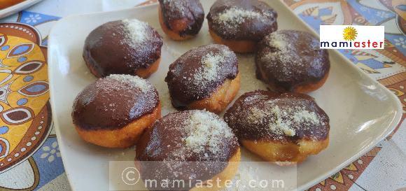 Resepi donut menggunakan tepung gandum dan tepung roti. Rasa sedap dan padat apabila dimakan.