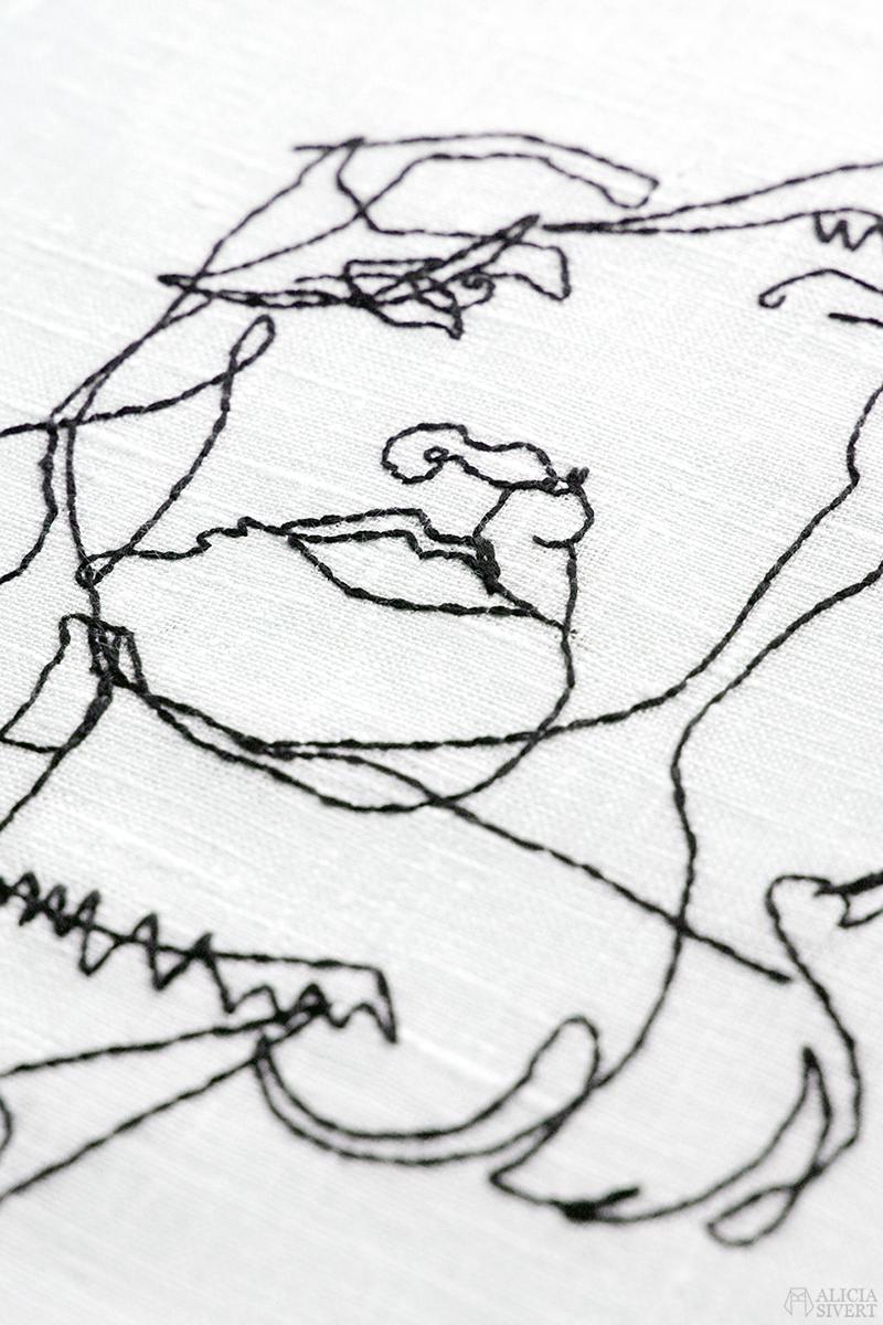 aliciasivert alicia sivert sivertsson skapa skapande kreativitet diy do it yourself gör det själv creativity art konst textilkonst textile broderi embroidery needlework hoop art hand handbroderi handbroderad broderad hantverk handarbete beställa beställning svartstick svartvitt svart tråd linne bomullsgarn garn bomull linnetyg självporträtt one line drawing en linje linjeteckning
