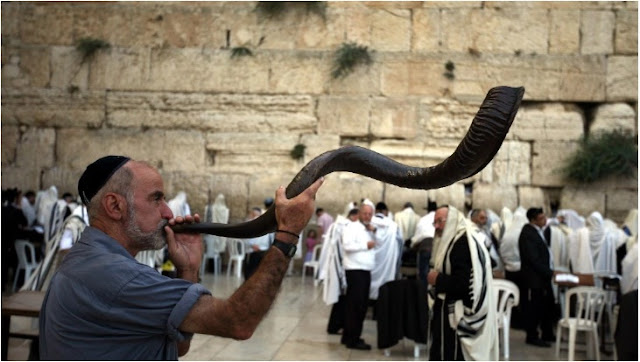 shofar blowing rosh hashanah