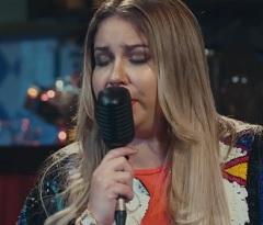 Marília Mendonça lança clipe com Maiara e Maraisa