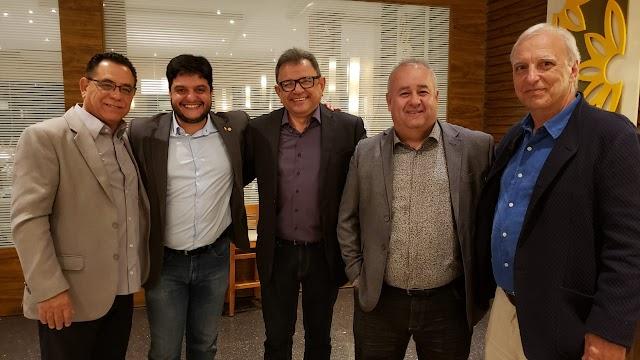 Jornalista Delmo Menezes reúne amigos para comemorar o seu aniversário