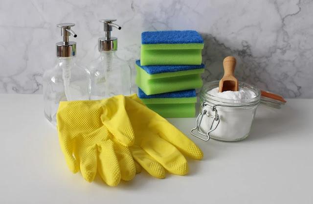prodotti naturali-bicarbonato-spugne-guanti