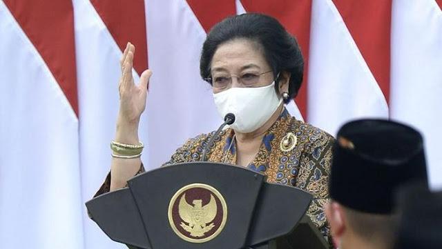 Megawati Ceritakan Sejarah Bendera Merah Putih Dihadapan Purnapaskibraka