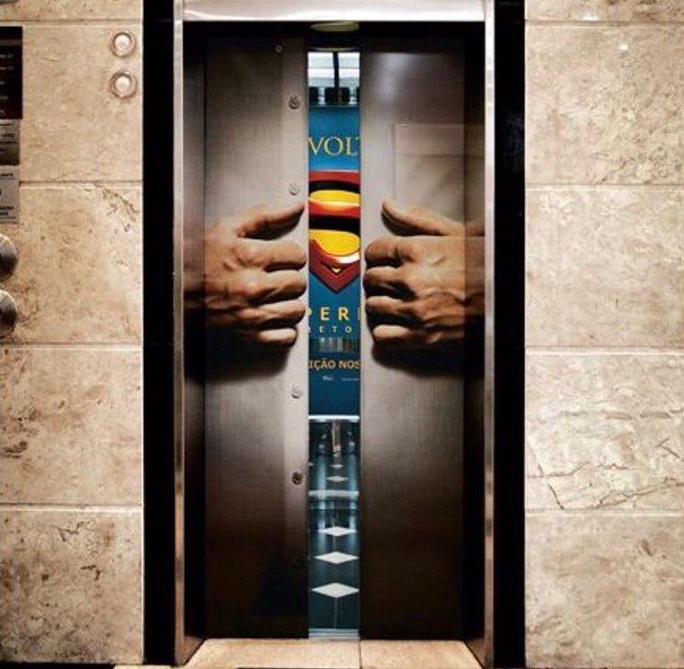 الترويج لفيلم سوبرمان باستخدام المصعد، فكرة ذكية وغير مكلفة غوريلا ماركتنق تسويق العصابات