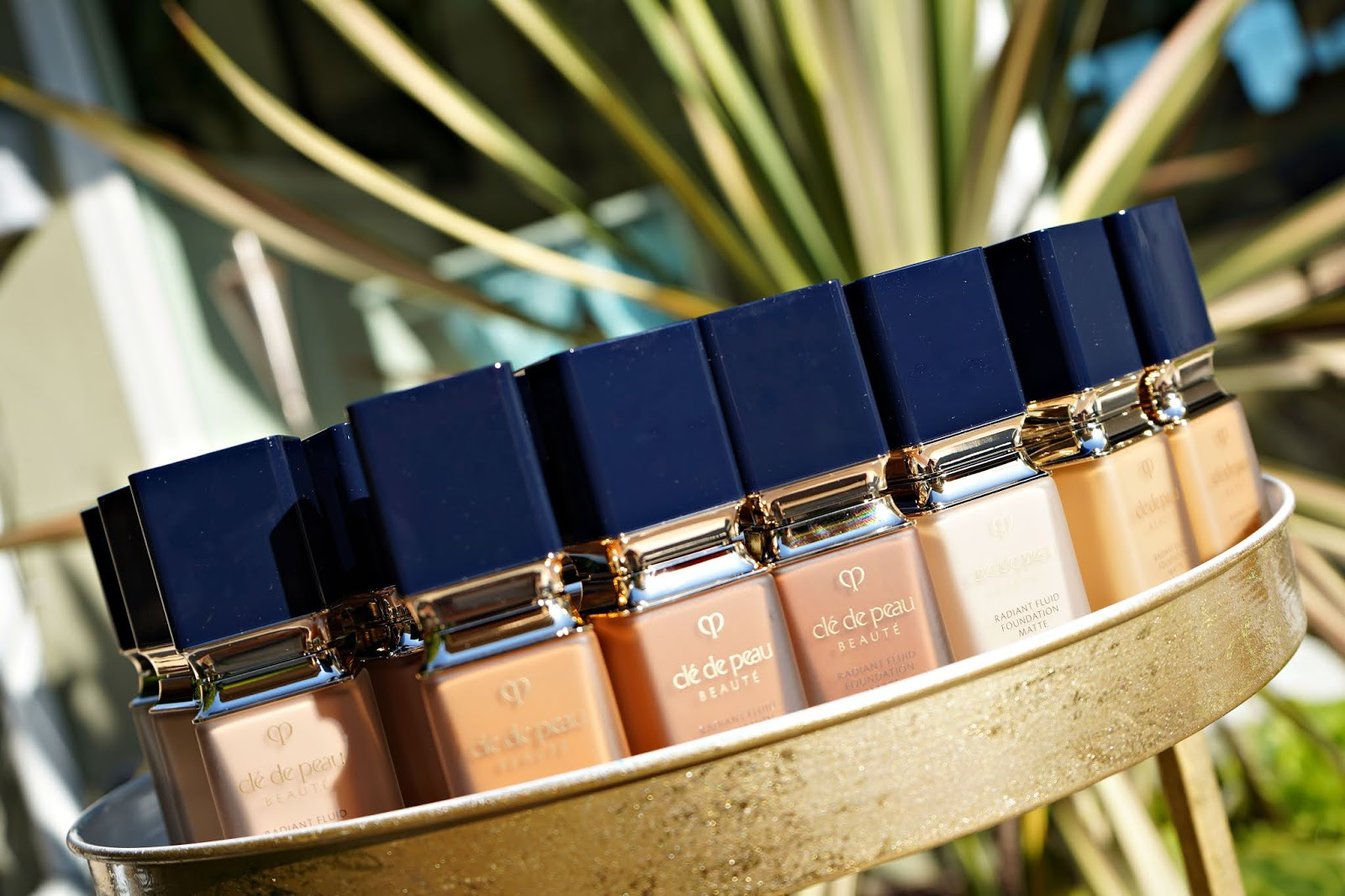 Clé de Peau Beauté Radiant Fluid Foundation Matte SPF 20 swatches