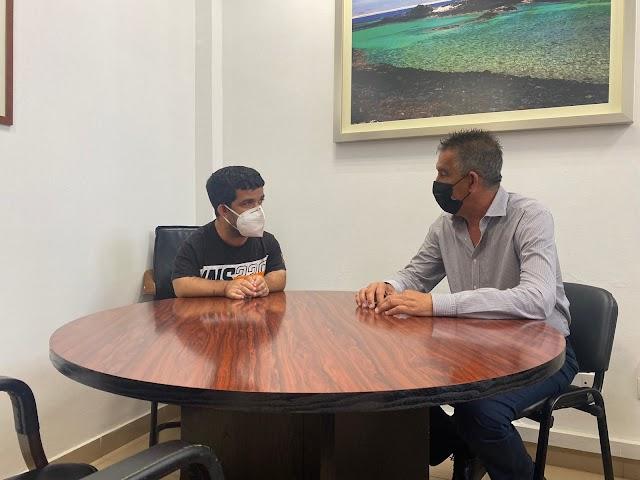 Cabildo Fuerteventura  reconoce la actividad del entrenador majorero de fútbol Omar López Martín