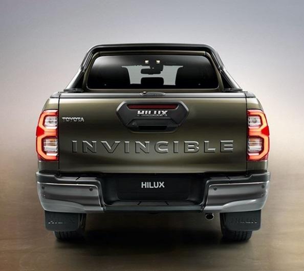 Desain Belakang Toyota Hilux