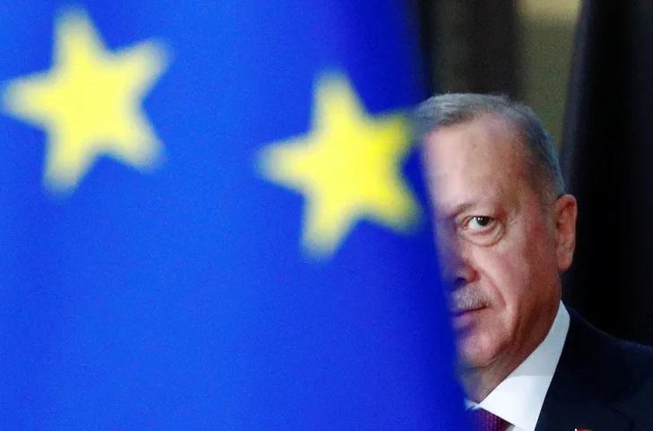 """Πραγματικές ή """"επιφανειακές"""" κυρώσεις;"""