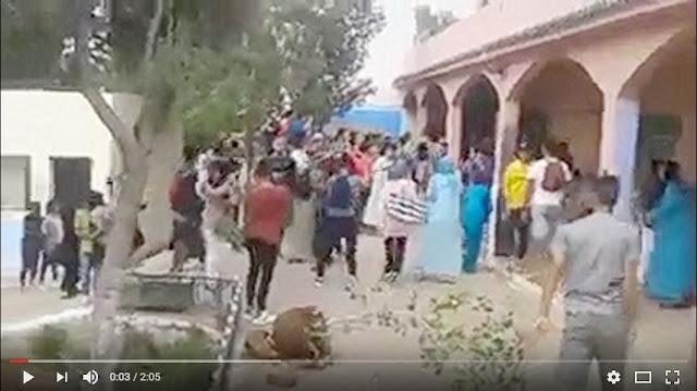 بالفيديو تلاميذ يخربون مؤسستهم التعليمية بسبب صعوبة إمتحان الجهوي وصرامة الحراسة ثانوية إبن هاني بفاس