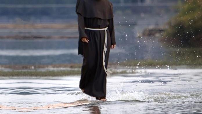 Il monaco che camminava sull'acqua