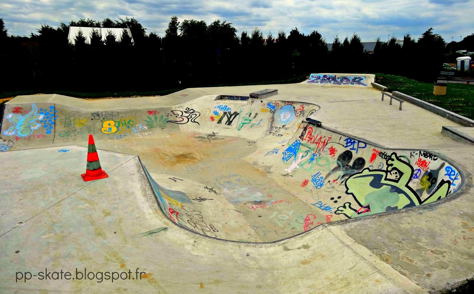 Bowl skatepark Le plessis Pate