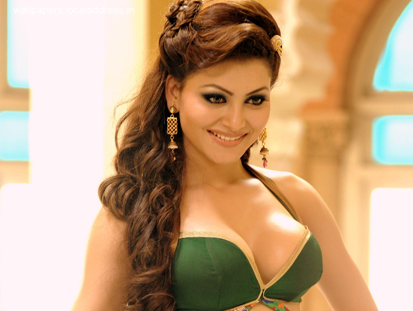 Urvashi Rautela Hot Sexy Images