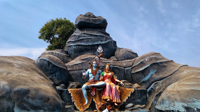 Savan is the favorite month of Bhagwan Shiv because Parvati worshipped in this month to marry him.
