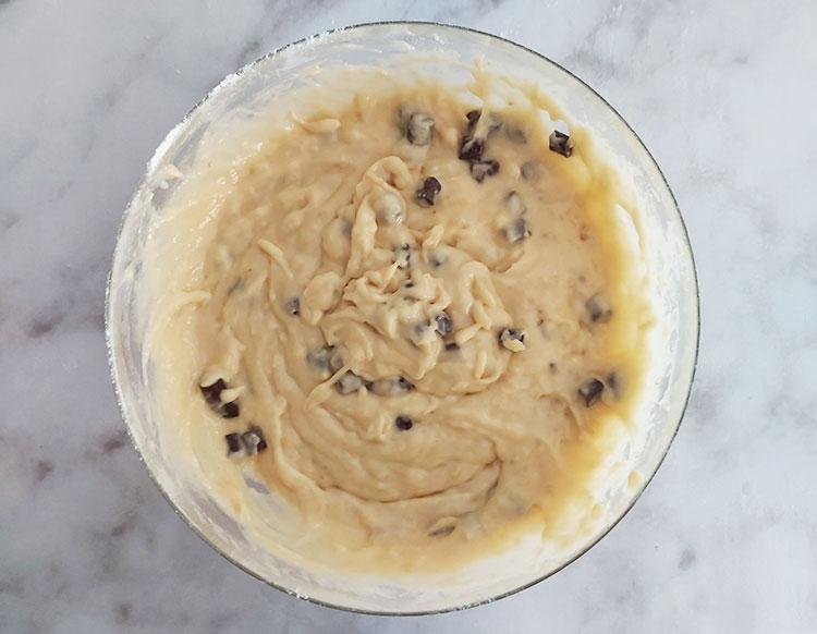 Pâte à banana bread avec des pépites au chocolat