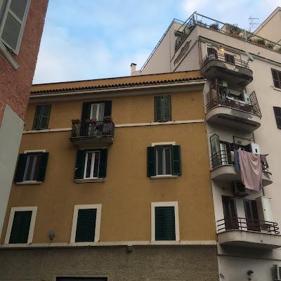 Via Vibo palazzi