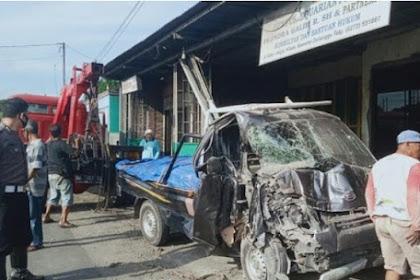 Mobil Tabrak Rumah Pengacara di Klaten, 2 Orang Luka-luka