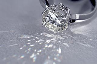 Vệ sinh kim cương nhân tạo