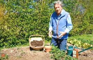 Alan Titchmarshs Garden
